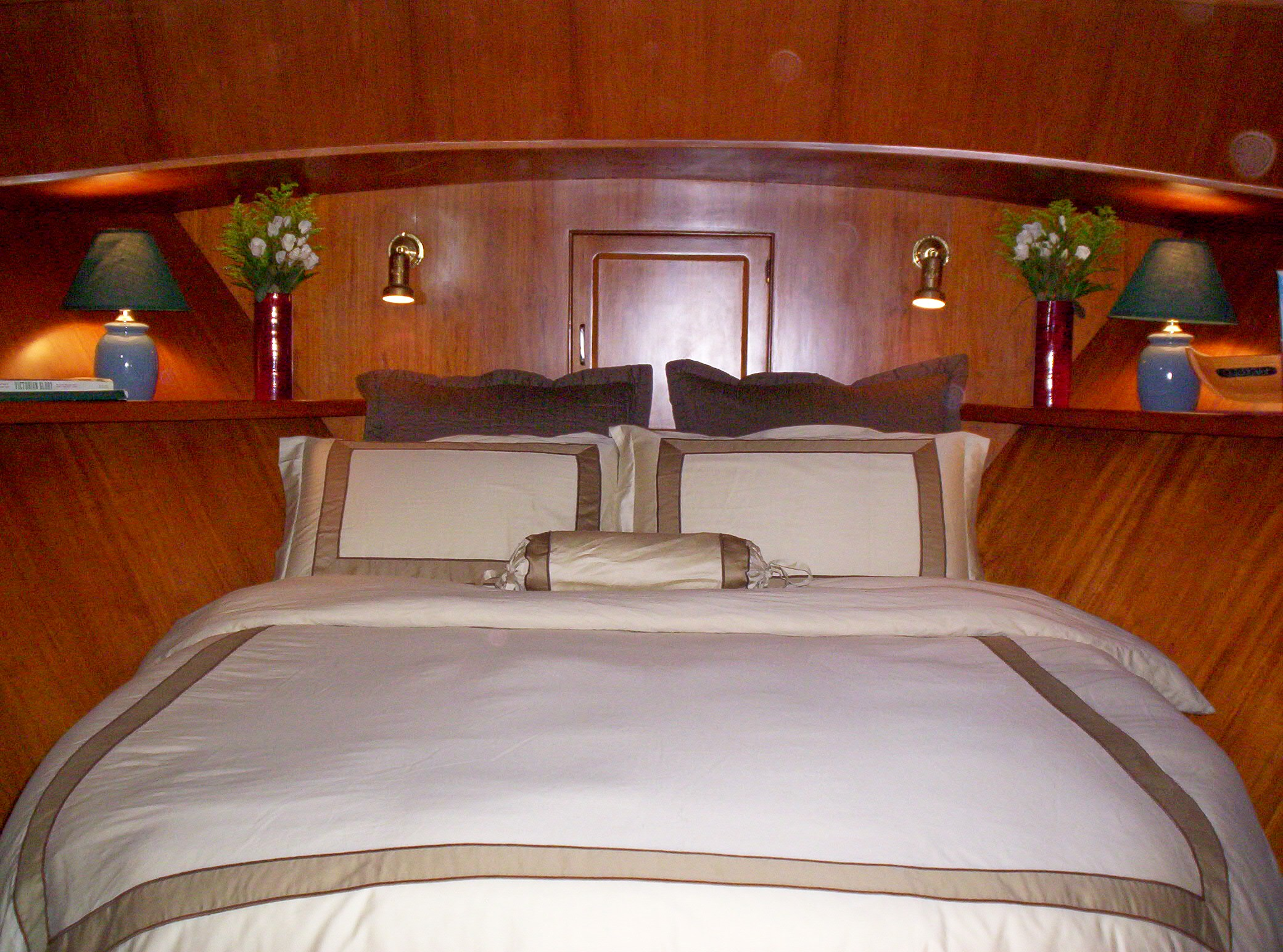 Green Turtle II Stateroom Forward