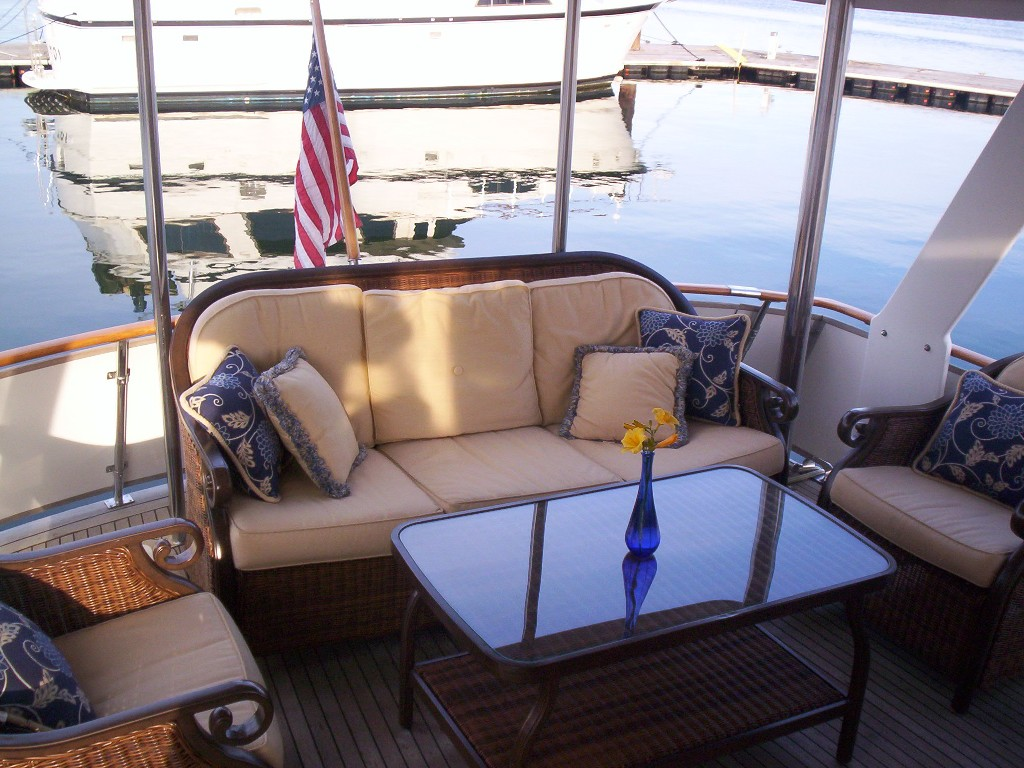 Green Turtle 2 aft deck sofa