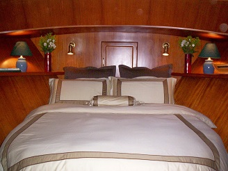 Green Turtle 2 forward stateroom luxury linen
