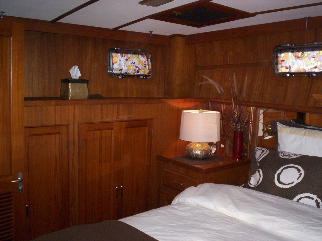Green Turtle 2 master queen cabin closet space